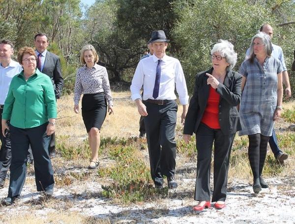 Politicians at Roe 8